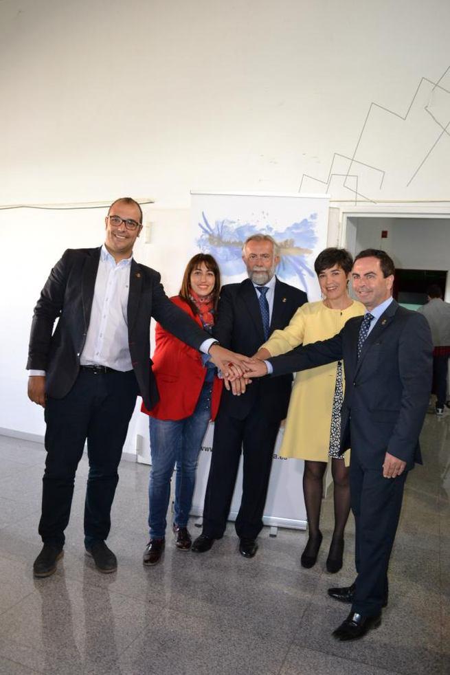 """Imagen: """"Este alcalde, el Ayuntamiento y Talavera nos hemos sumado a ayudaros en el camino que culminará en la Unesco para que nuestra cerámica tenga el reconocimiento que todos creemos que merece"""""""