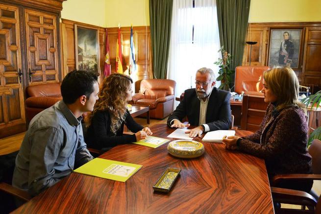 """Imagen: Ramos califica su ronda de conversaciones con los partidos políticos como """"fructífera, histórica y muy positiva para Talavera"""""""