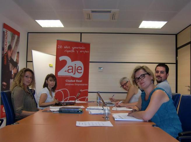 Imagen: El área de la mujer de AJE ofrece un curso a mujeres emprendedoras de la provincia