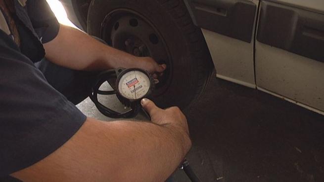 Imagen: Revisar los automóviles en verano, un seguro de vida