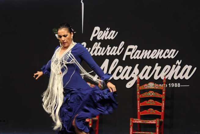 La alcaldesa de Alcázar de San Juan visitó la nueva sede de la Peña Flamenca