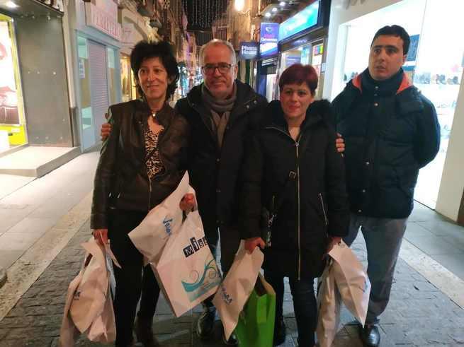 Las ganadoras de `Valdepeñas te regala Navidad´ comienzan a gastar los 3.000 euros en compras