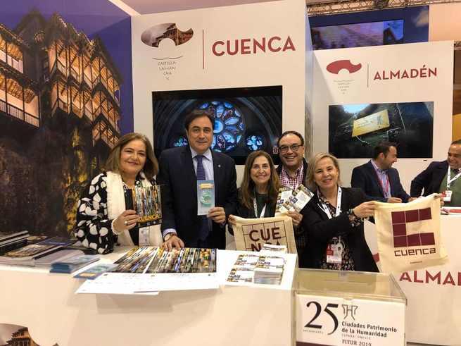 El alcalde de Cuenca y la teniente de alcalde de Cultura y Turismo visitan el Stand de Cuenca en la jornada de inauguración de FITUR 2019