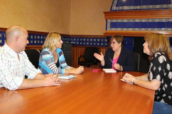 La alcaldesa de Santa Cruz de Mudela solicita el apoyo del Gobierno de Castilla-La Mancha para la puesta en marcha de una residencia de mayores