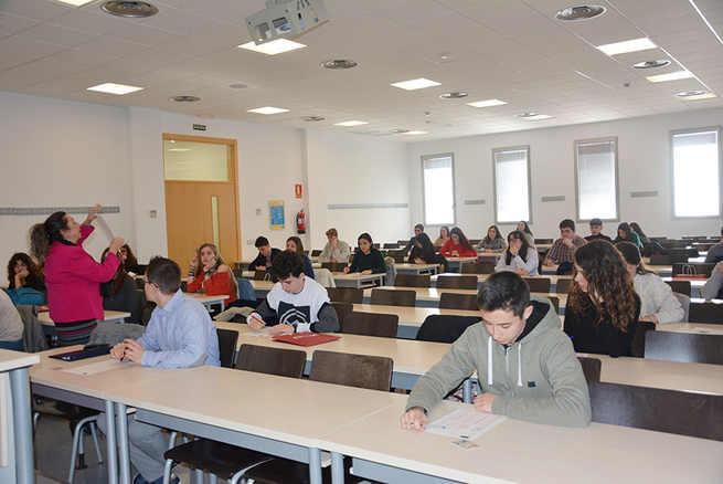 80 estudiantes de Bachillerato de Castilla-La Mancha disputan la XIV Olimpiada Regional de Biología en las facultades de Medicina de la UCLM