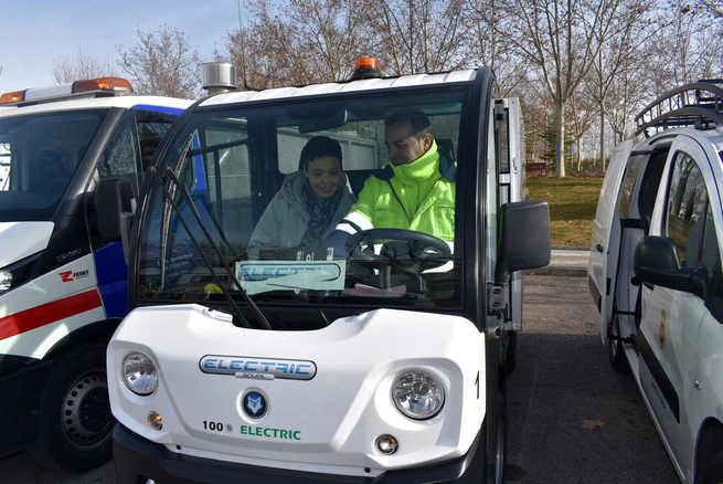 La alcaldesa de Ciudad Real destaca la inversión en renovación de maquinaria de limpieza