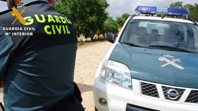 La Guardia Civil ha detenido a una mujer por un delito de extorsión y otro de estafa cometidos en la comarca de la Sagra