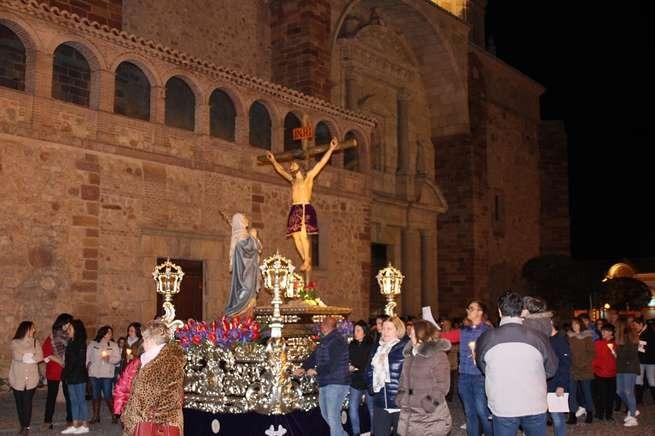 El Crsito del Amor recorrió las calles de La Solana en el recorrido del Viacrucis