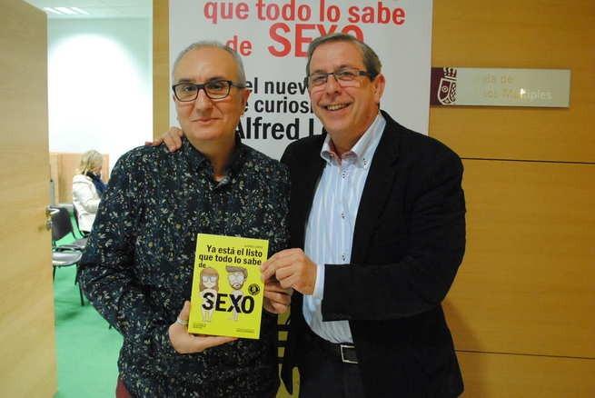 El libro 'Ya está el listo que todo lo sabe de SEXO' se presentó ayer en el Centro Cultural La Confianza de Valdepeñas
