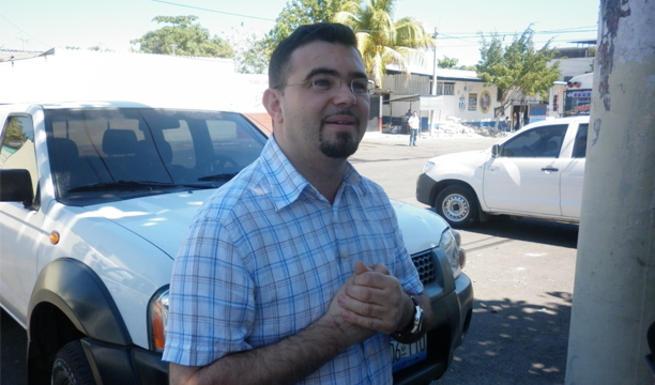 El padre Toño en El Salvador