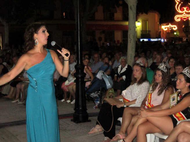 Carmen Cordero, muy cercana al público en las Fiestas de Villacañas