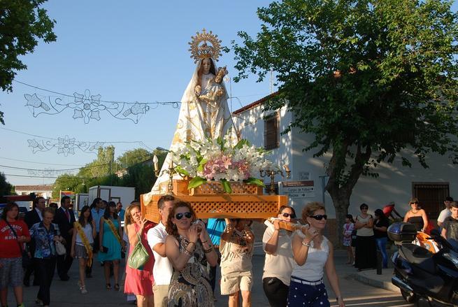 imagen de La procesión de la Virgen de las Nieves cerró las fiestas patronales de Cinco Casas