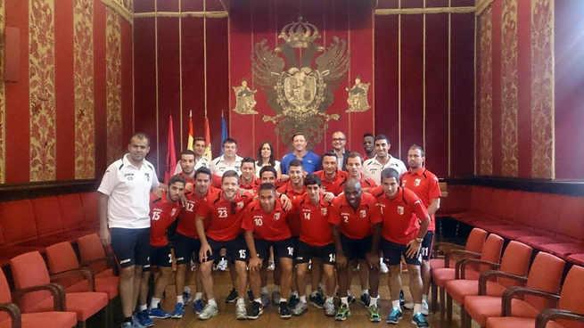Los jugadores fueron recibidos por el concejal de Deportes en el Consistorio