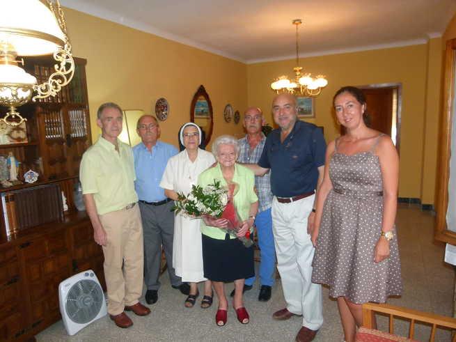 El alcalde visitó a Ana Teresa en casa de sus hijos, donde reside
