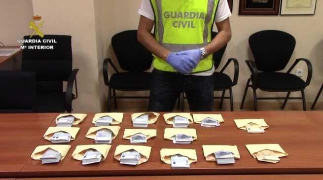 imagen de La Guardia Civil detiene a 32 integrantes de una red dedicada a la falsificación de moneda