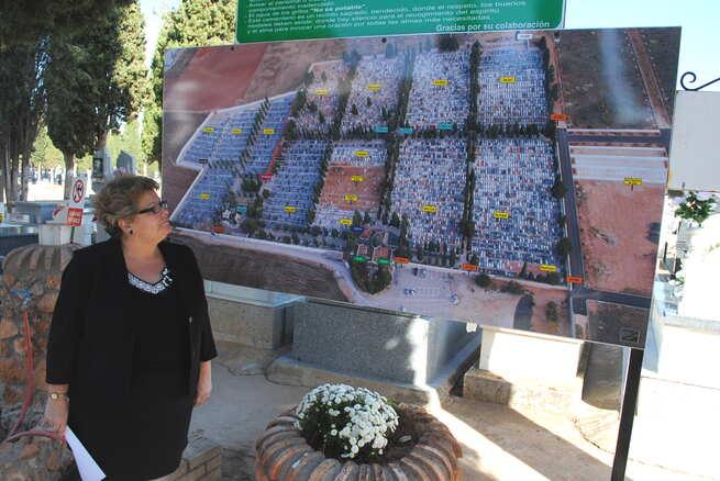 imagen de El Cementerio Municipal estrena nuevos carteles indicadores con motivo del Día de Todos los Santos