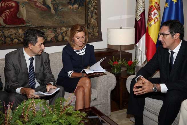 """imagen de Cospedal recibe el informe económico """"Situación Castilla-La Mancha"""", elaborado por BBVA"""