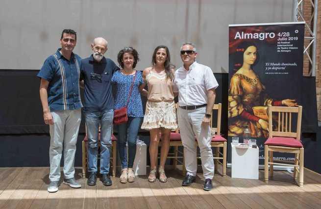 Luis de Tavira, Ángel Luis Gómez Blázquez, Conchi González y Chelo Molina reciben la berenjena de plata del Festival de Almagro