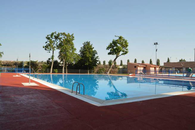 El s bado comienza la temporada de ba os en la piscina de for Piscina azuqueca de henares