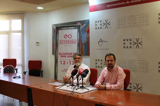 El primer Teniente de Alcalde, Gonzalo Redondo acompaño al empresario Manuel Maya en la presentación de la segunda edición de Expobodas Alcázar de San Juan.