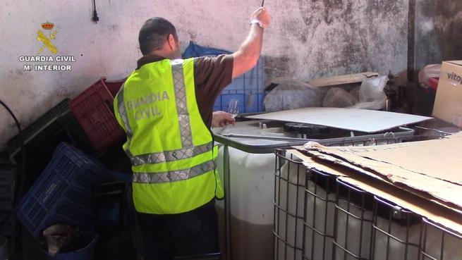 Imagen: La Guardia Civil interviene 41.000 litros de vinos con denominación de origen falsificados
