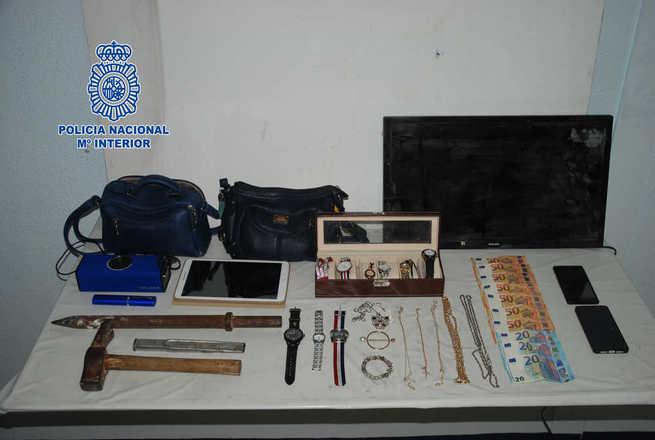 """Detenidas cuatro personas """"in fraganti"""" cuando se encontraban robando en el interior de un piso de Alcázar de San Juan"""
