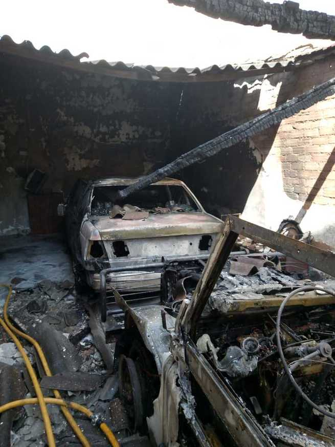 Un incendio arrasa una cochera particular en Miguelturra
