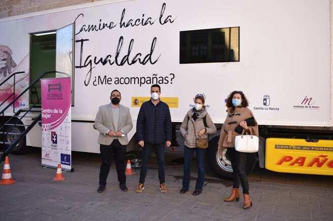 """La campaña """"camino hacia la igualdad. ¿Me acompañas? llega a Villarrobledo."""
