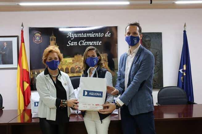 El Ayuntamiento de San Clemente y Aquona entregan cerca de mil mascarillas infantiles a los centros educativos del municipio