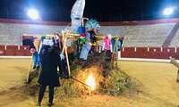 El Carnavalcázar de Alcñazar 2020 se despide con la tradicional incineración de la Sardina en la Plaza de toros
