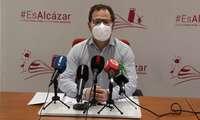 Gonzalo Redondo afirma que la intervención en la zona de la plaza de toros de Alcázar es necesaria debido al deterioro producido en el pavimento por los árboles