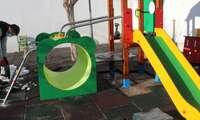 Socuéllamos instala nuevos columpios y juegos infantiles en los colegios públicos de la localidad