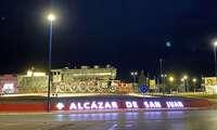 Alcázar de San Juan da la bienvenida a la ciudad con una gran inscripción luminosa