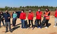 Buena acogida de la Primera Jornada de Voluntariado Ambiental en la limpieza del entorno del Bosque de la Vida de Alcázar