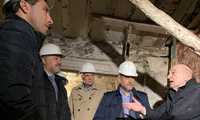 El vicepresidente de Castilla-La Mancha visita las obras de rehabilitación del alfar de Pedro Mercedes