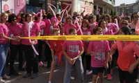 Más de 1.000 personas forman la 'marea rosa' en Valdepeñas