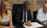 El Consistorio suscribe un convenio para destinar 26.000 euros a tres programas de Cáritas Valdepeñas