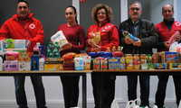 Juventud Valdepeñas hace entrega a Cruz Roja de más de 700 euros en alimentos donados en Halloween