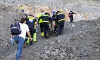 Un empleado de una explotación minera de Poveda de la Sierra herido tras caer por un barranco