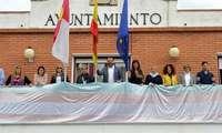 El Ayuntamiento de Azuqueca de Henares cuelga en el balcón del Consistorio la bandera del Orgullo Transgénero