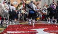 Danzantes, ordenes militares y alfombras de colores llenan la celebración del Corpus en la provincia de Ciudad Real