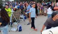 Más de 800 personas siguieron el eclipse total de Luna en el Punto de Observación Astronómica en Yebes