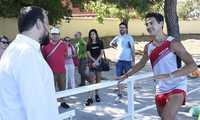 Cristian López logra el récord Guinness en 400 metros lisos de carrera hacia atrás, que ha rebajado en cinco segundos