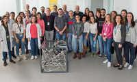 La Sociedad Española de Neurociencia dona al Hospital Nacional de Parapléjicos una escultura del 'Proxecto Neuronas'