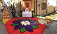 Las calles de Almonacid lucieron las alfombras del Corpus