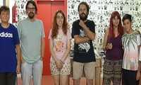 La concejala de Infancia, Adolescencia y Juventud de Alcázar visita el taller de fotografía en el centro joven Covadonga