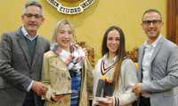 Jesús Martín reconoce el esfuerzo de las deportistas valdepeñeras Nidia García y Carolina Muñoz