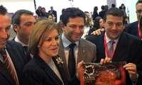 La Ministra de Defensa Dolores Cospedal se interesó por la Ruta de la Pasión Calatrava, Fiesta de Interés Turístico Nacional, en FITUR