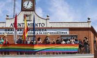 El Ayuntamiento de Azuqueca luce la bandera LGTBI en señal de apoyo a este colectivo