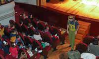 Escolares de Almodóvar asisten a nuevas representaciones de teatro en inglés